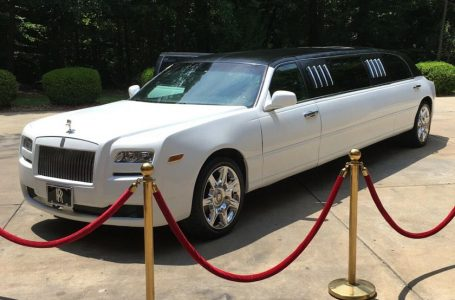 This Fake Rolls-Royce Limo Costs Less Than A Tesla Model 3