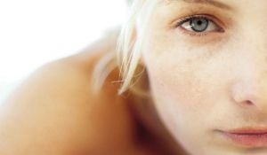 4 Tips to Remove Age Spots Naturally